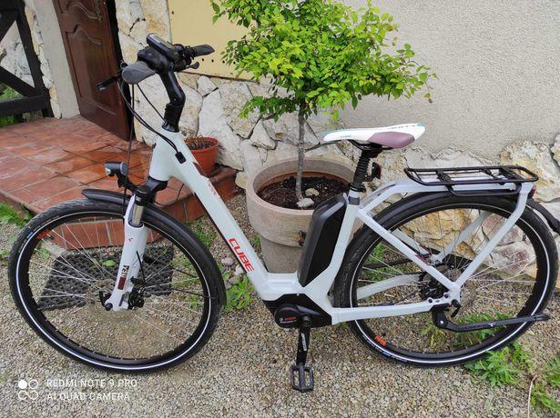 rower elektryczny CUBE Touring Pro M