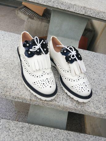 Sapato elegante novo