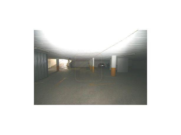Espaços de Garagem para Venda na 'Quinta da Malata' em Po...