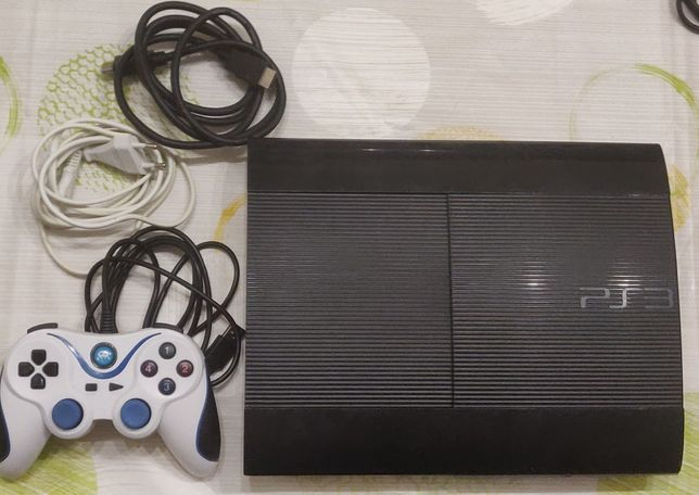 Consola PlayStation 3 PS3 Super Slim desbloqueada com loja gratuita.