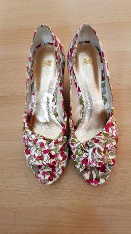 Czółenka w kwiatki Nowe H&M 37 koturna piękne