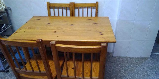 Mesa de madeira e 4 cadeiras