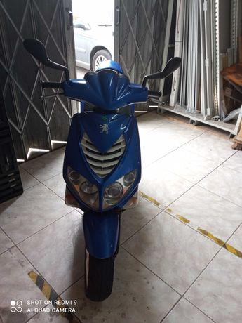 Vendo scooter peugeot impecável