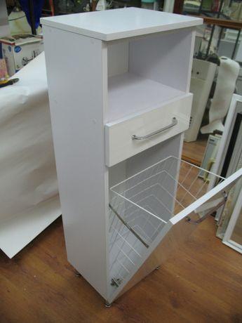 kosz na pranie w szafce białej