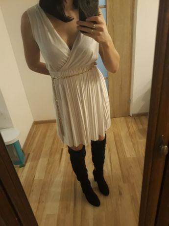 Biała sukienka, plisowana