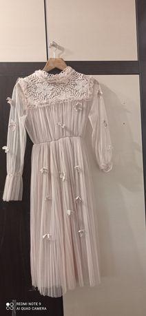 Сукня святкова в чудовому стані
