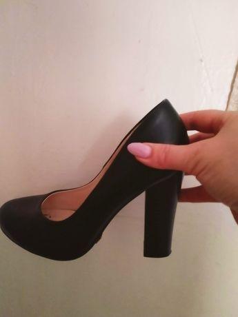 Туфли чорные 38 размер. Цена договорная