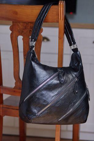 Зручна і дуже містка жіноча сумка через плече. Вона чекає на тебе!