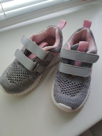 Легкие кроссовки на девочку (кеды, мокасины)