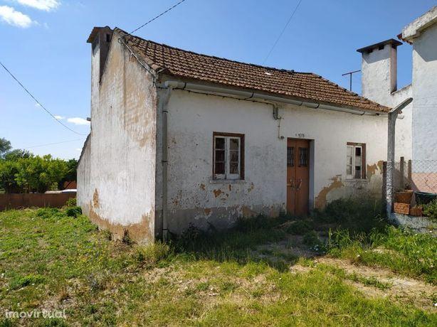 Casa para recuperar e terreno para construção perto de Tomar