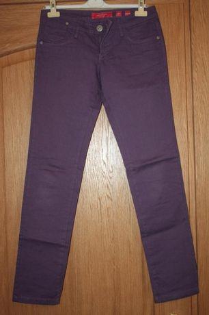 Фиолетовые джинсы скинни