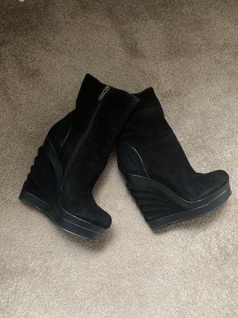 Ботинки, ботильены замшевые, черные на платыорме