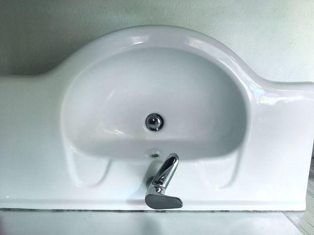 Lavatório WC / casa de banho + torneira e válvula de clique, como novo