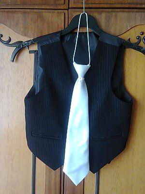 Белый атласный школьный галстук для мальчика.