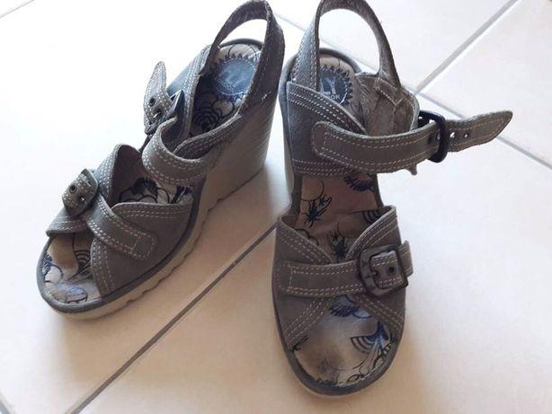 Sandálias sapatos Fly n.39