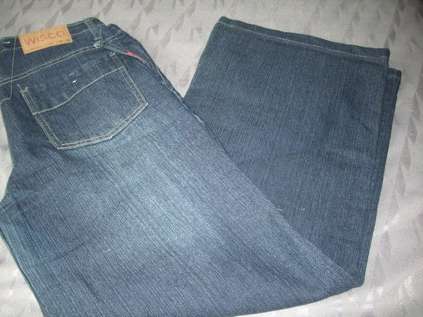 granatowe dżinsy