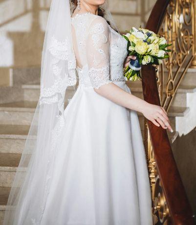 Продам весільну сукню+ подарунок!!!