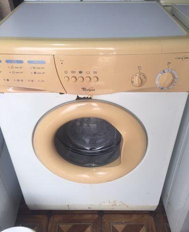 Продается рабочая стиралка Whirlpool 5кг в нормальном состоянии