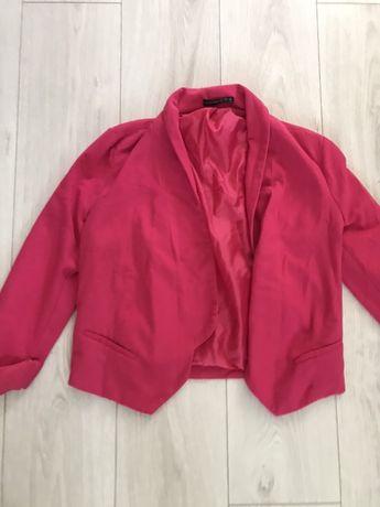 Пиджак розовоый. Укороченный. Рукав 3/4. Без пуговиц. Карман обманка.