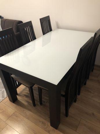 Drewniany stół rozkładany krzesła