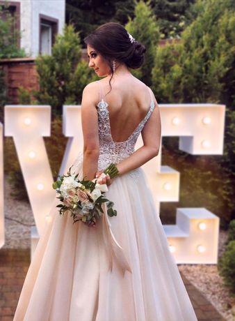 Nietuzinkowa suknia ślubna - brzoskwiniowa