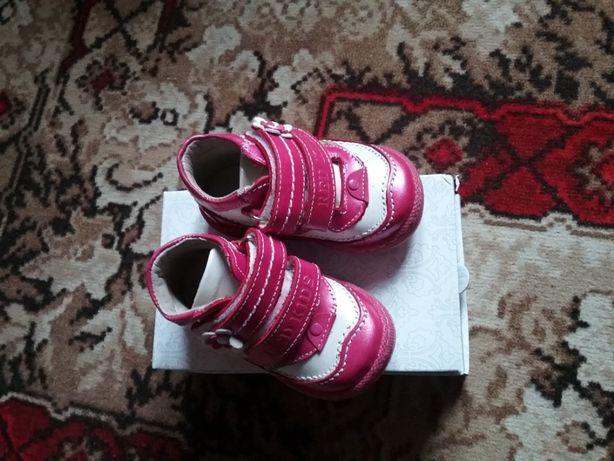 Ботиночки осенние, 18 размер RedKids состояное как новые