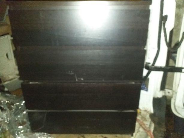 Czarna komoda z 4 szufladami