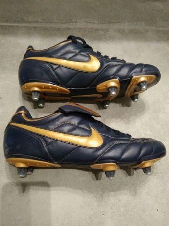 Buty piłkarskie Nike - wkręty