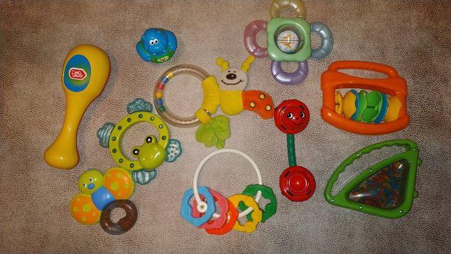 Набор игрушек (погремушка, маракас, грызун, неваляшка)