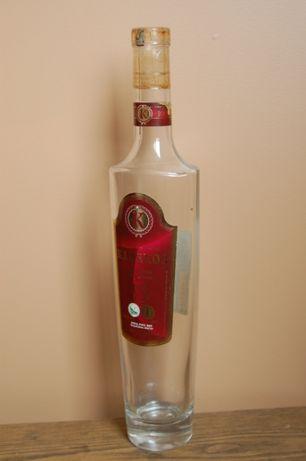 бутылочка интересная по форме, но, без содержимого. а жаль...