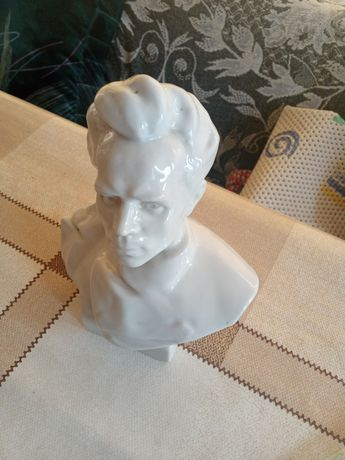 Статуетка фарфор