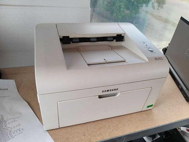 Принтер лазерный ч/б Samsung ML2015 в отличном состоянии.