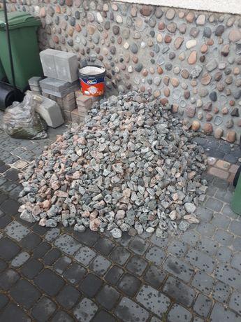Kamień ozdobny lub jako utwardzenie terenu