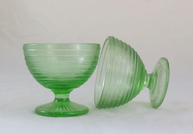 Par Taças Gelados Vidro Verde; Altura-9cm; Diâmetro-10cm;