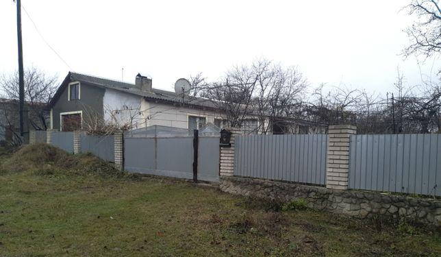 Продам приватний будинок із земельною ділянкою