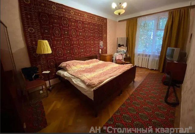 Трехкомнатная квартира с сталинке на Багговустовской первый этаж