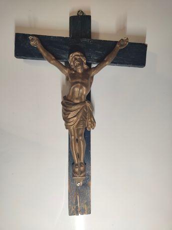 Duży drewniany krzyż