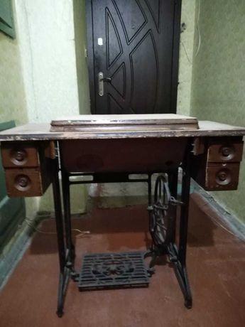 Продам антикварный столик от ножной швейной машины