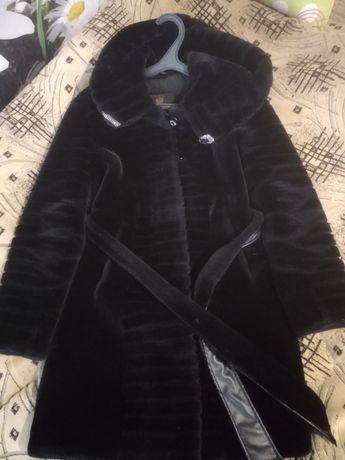 Искусственная черная шуба размер 42-46