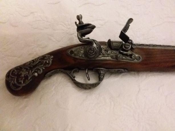 Arma decorativa nova
