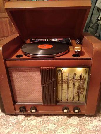 Продам радиолу урал.