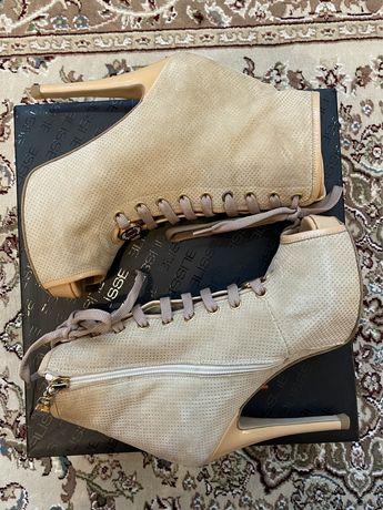 Туфли туфлі босоніжки босоножки