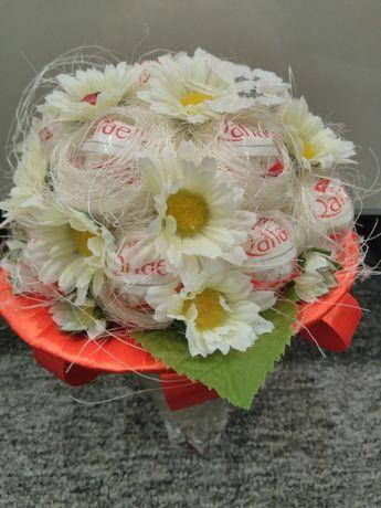 Słodki bukiet z Raffaello prezent na ślub
