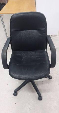 Czarne obrotowe krzesło
