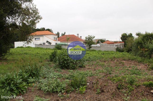 Terreno em zona de moradias Mozelos