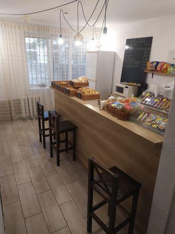 Мебель для кафе(барная стойка, стулья,холодильник и т.д.)