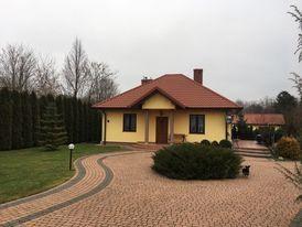 Dom z budynkiem gospodarczym oraz garażem w gminie Ożarów
