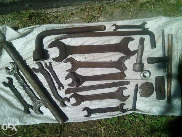 набор больших ключей и инструмента