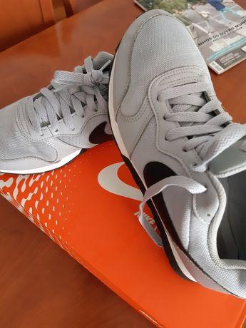 Ténis Nike N°40 em excelente estado.