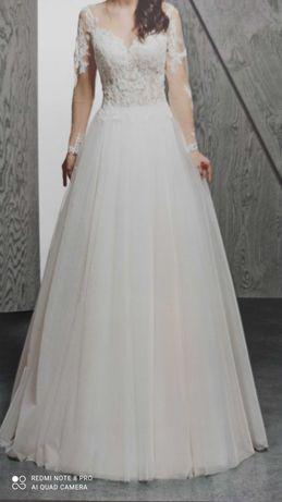 Suknia ślubna z długim rękawkiem